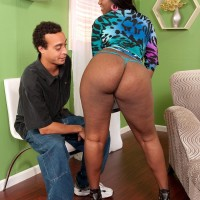 Plumper ebony girl Aaliyah Envy twerks her gigantic butt while seducing a her man acquaintance