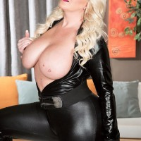 Chubber ash-blonde model Holly Wood letting monster-sized all natural knockers free from leather clothing