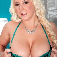Chubber blonde stunner Morgan Page letting fun bags free from jaw-dropping lingerie in high-heels